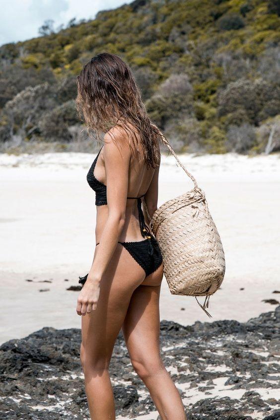 Tư thế chụp ảnh khoe dáng triệt để cùng bikini