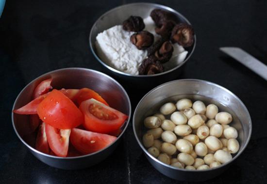 Canh đậu phụ nấu hạt sen bùi thơm, thanh nhiệt