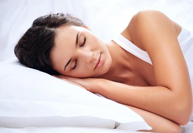 Cứ không ngủ đủ đi, bạn sẽ mệt mỏi, xuống sắc và nhận hậu quả thấy rõ giống người phụ nữ này! - Ảnh 3.
