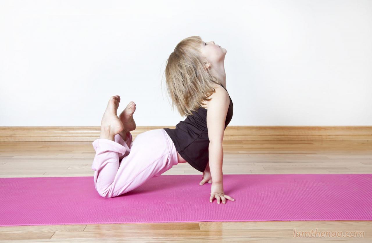 trẻ tập yoga