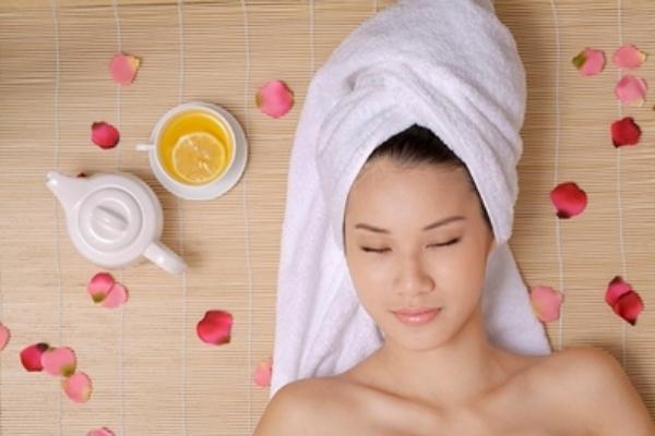 Dùng dầu dừa ủ tóc để tóc nhanh mọc hơn với mẹ sau sinh