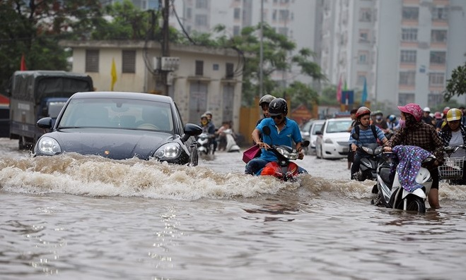 Cẩn thận lái xe ngày mưa bão cùng những kinh nghiệm nằm lòng