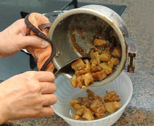 10 sai lầm nấu ăn tưởng không hại mà hệ quả khôn lường
